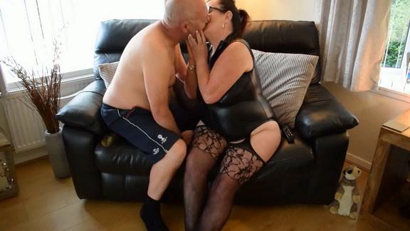 FRENCH KISSING HIM TAKE 16.mp4 snapshot 04.07.192