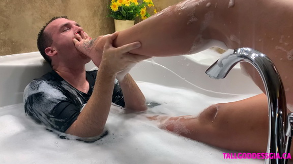 Tall Goddess Gia Bathtub Foot Domination.mp4 snapshot 04.41.281