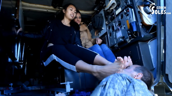 Double Foot Worship By Army Commander.mp4 snapshot 15.04.413