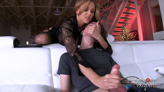 StepMom Knows Best.mp4 snapshot 02.01.121