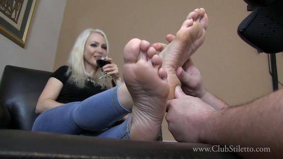 lmf desperate foot humper.mp4 snapshot 03.32.212